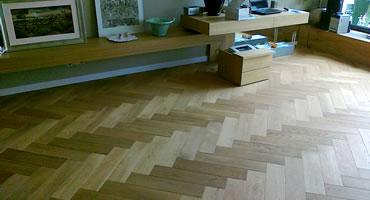 Masívna drevená podlaha vzor stromček (fischbone)