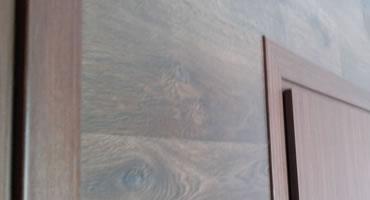 Obklad steny – laminátovou podlahou