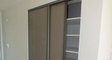 Vstavaná skriňa – dvere Lacobel Brown 1236