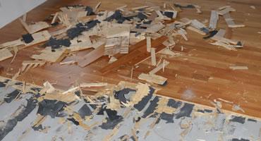 Sanácia - búranie lepenej drevenej trojvrstvovej podlahy
