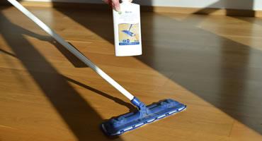 Čistenie lakovaná podlaha s prepolišovaním
