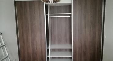 Vstavané skrine do výklenku a ako predelenie miestností