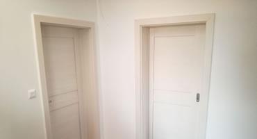 Drevené rámové dvere biele