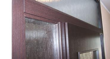 Dvere s nadsvetlíkom a bočnými prísvetlíkmi, typ D, sklo dubová kôra