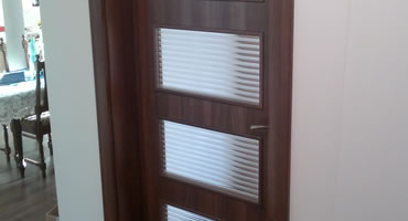 Interiérové dvere – ATVYN, model G-1, dekór Orech Aida Tabakový, sklo Flutes matný