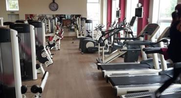 Drevená kliková podlaha – fitness centrum ZM