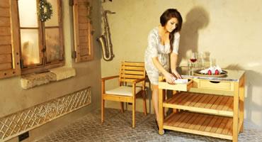 Servírovací stolík