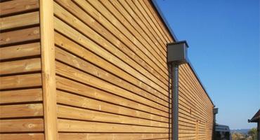 Drevená fasáda z termo-borovice a terasa z Cumaru