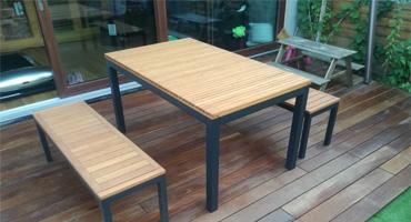 Kvalitný exteriérový nábytok z agátového dreva